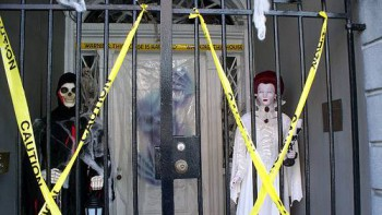 Nicolas Cage decorates the entryway of the LaLaurie House for Halloween 2009