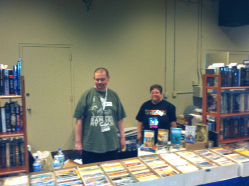 Rich Warren and Arin Komins at the Starfarer's Dispatch booth