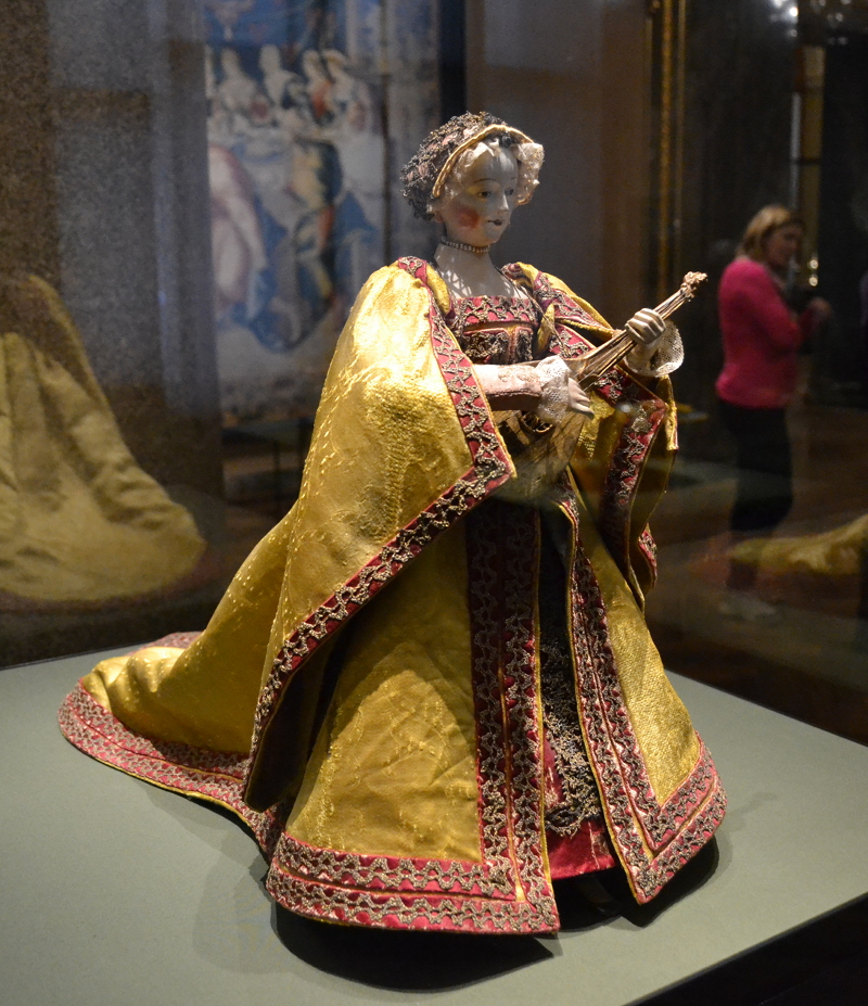 Automaton of a cittern player, possibly made in Spain in the second half of the 16th century. A mechanism inside it makes her play the cittern and turn her head.