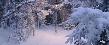 The-Lion-the-Witch-and-the-Wardrobe-snow3-small