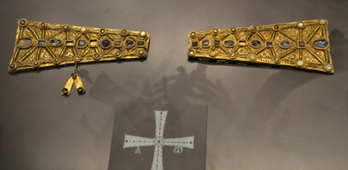 Fragments of a cross from the Guarrazar Hoard. A sketched reconstruction is below.