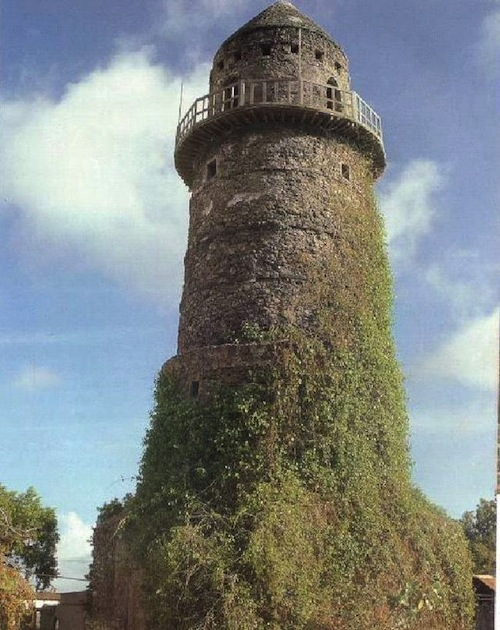 The Almnara Tower in Mogadishu was a fortified lighthouse built in the 15th century. Several large lighthouses dotted the Somali coastline.