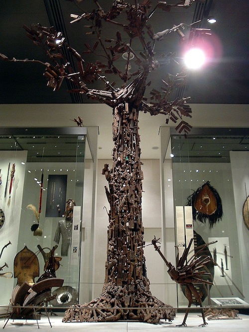 Tree of Life, designed by a group of artists from Mozambique from weapons traded in for tools. Image courtesy John from Tejas, via Wikimedia Commons.