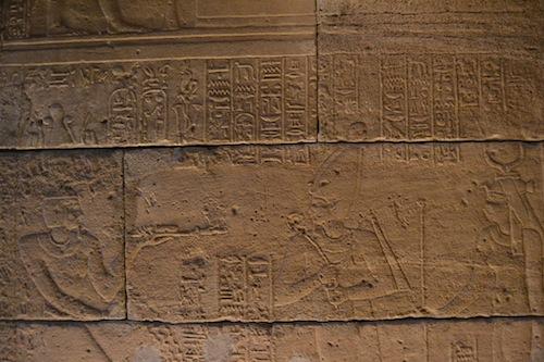Adijalamani offering incense of Amun and Isis.