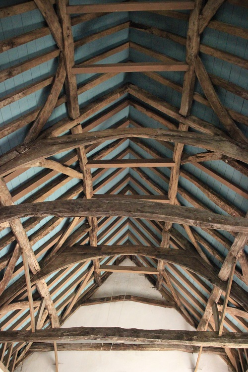 The church has a rare trussed rafter roof, probably dating from before 1400, that uses no metal nails, only wooden pegs.