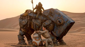 """Still from new movie showing Rey freeing droid BB-8 from a net. Teedo is the name of the character riding a """"luggabeast"""" in the dunes of Jakku. Now you know, and knowing is half the battle."""