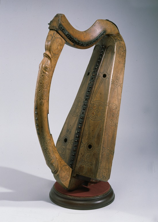 Queen Mary's harp. West Highlands c. 1450. Wood and brass; H 81.2 cm, W 51 cm. © National Museums Scotland, Edinburgh