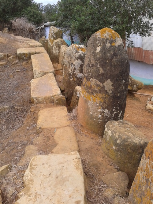 Square stones acted as a support for the edges of the burial mound.