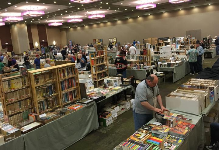 Book vendors at Windy City Pulp 2016-small