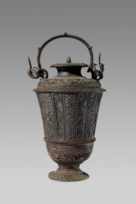 23. Perfume jar. Lent by Museo archeologico regionale di Camarina -® Ashmolean Museum, University of Oxford