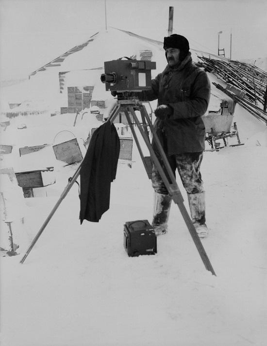 Captain Robert Falcon Scott - Herbert Ponting working in Antarctic conditions