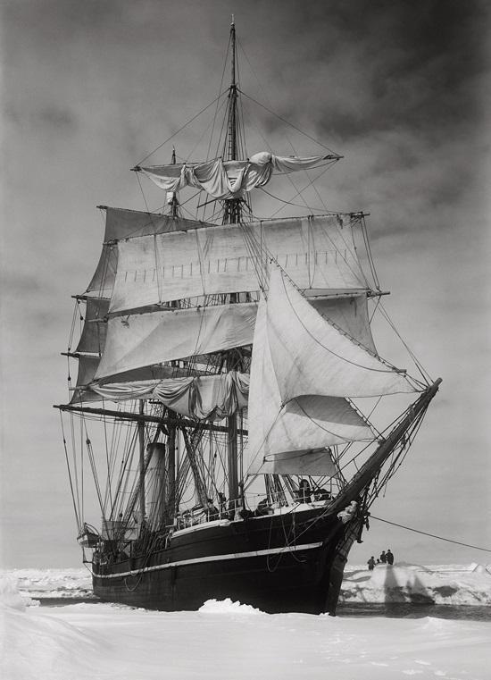 Herbert George Ponting - the Terra Nova held up in the Pack