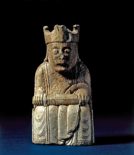 rey-del-juego-de-ajedrez-de-lewis-1150-1200-posiblemente-noruega-encontrado-en-escocia-marfil-de-morsa-c-the-trustees-of