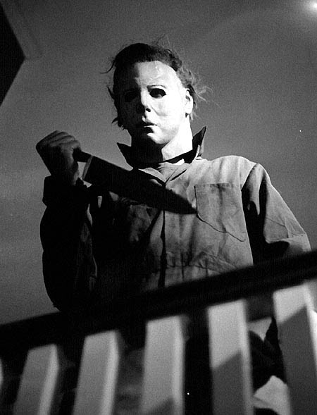 the-shape-on-balcony-halloween-1978