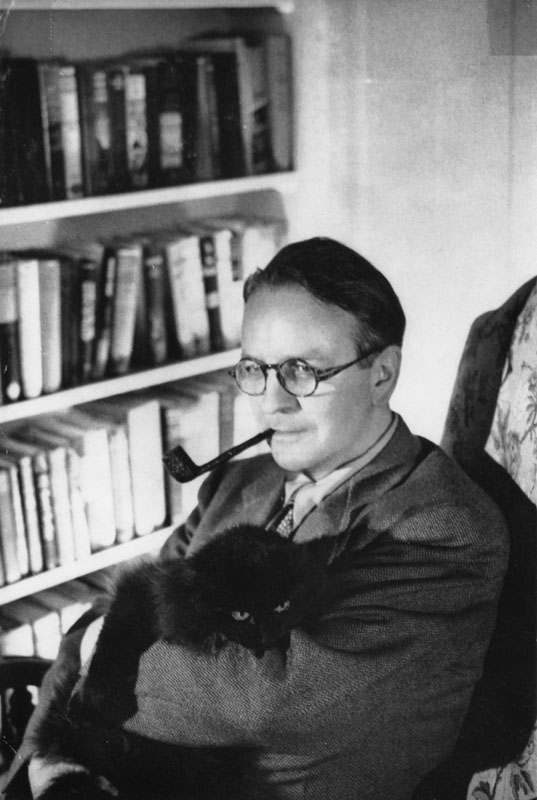 raymond-chandler-with-cat