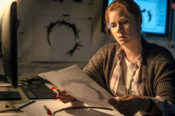 amy-adams-arrival-louise-banks-paramount
