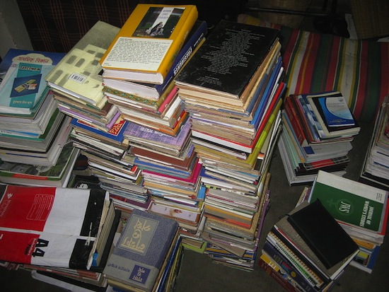 Disorganized_books_piling_one_another