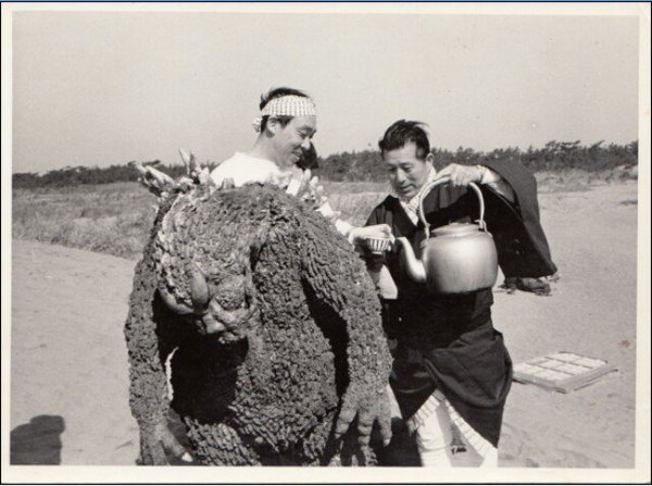 Haruo-nakajima-as-godzilla-with-tea