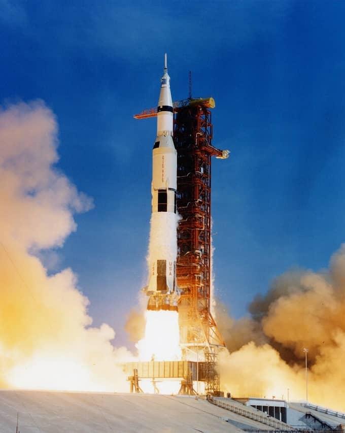 (5) Apollo 11-small