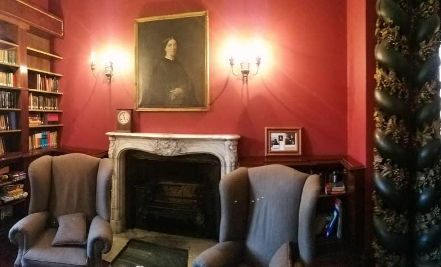 Van der Elst's Seance room with her portrait