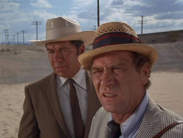 (6) Sheriff Butcher (Claude Akins) and Kolchak