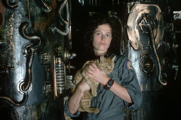 Ripley (Sigourney Weaver) and Jones