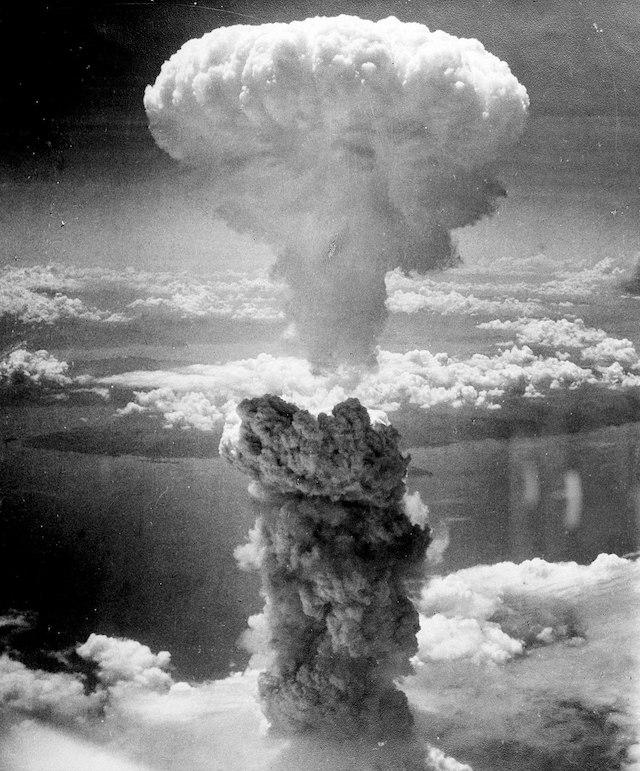 2560px-Atomic_bombing_of_Japan
